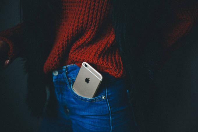 ポケットに入っているiPhone